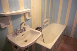 εικόνα μπάνιου πριν την επισμάλτωση μπανιέρας